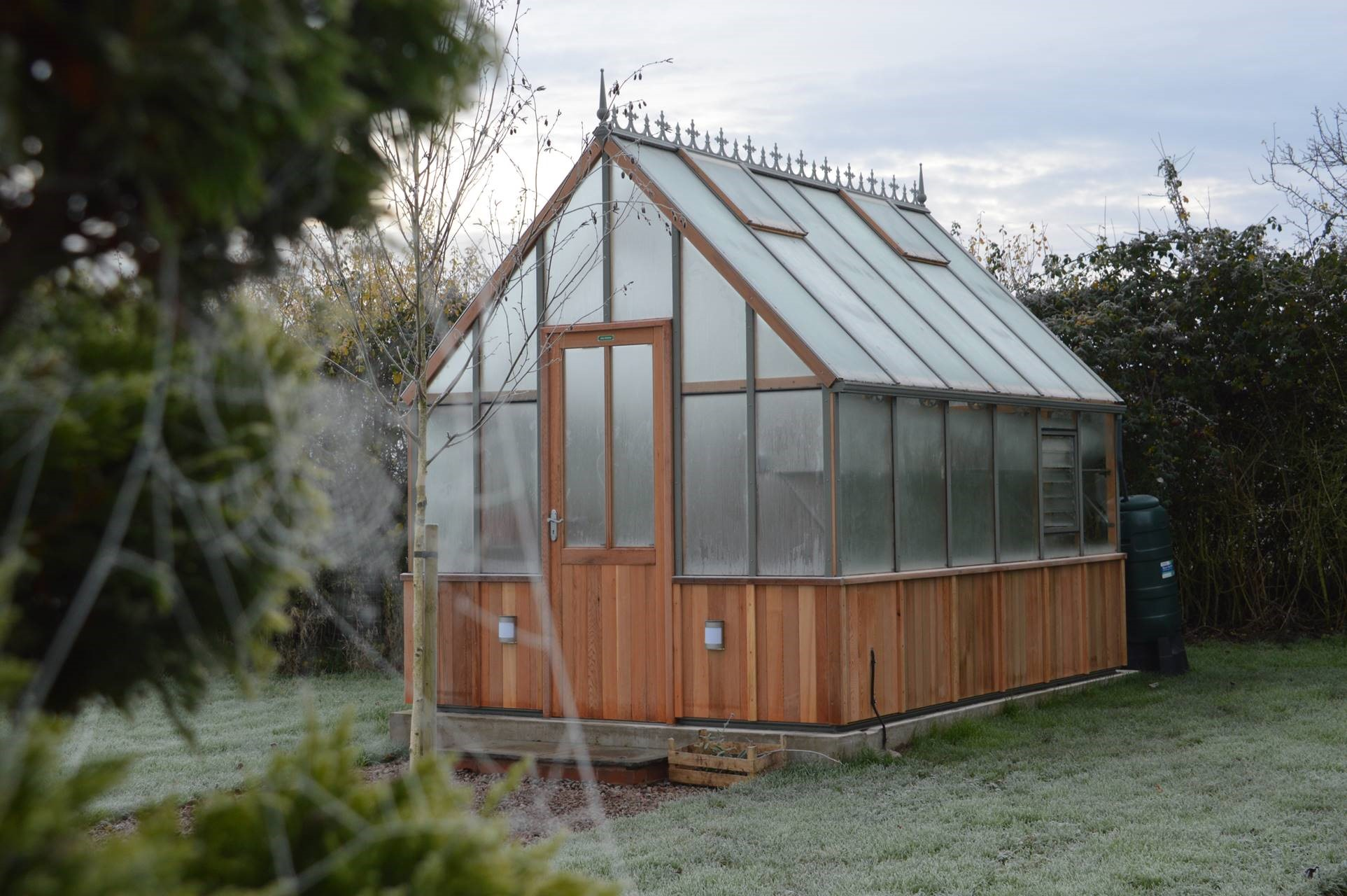 A frosty 8ft x 10ft alton evolution victorian