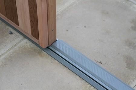 Low level door threshold