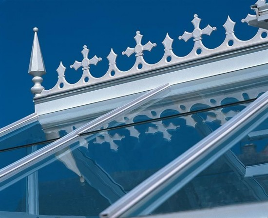 White Cresting And Finials 22ft